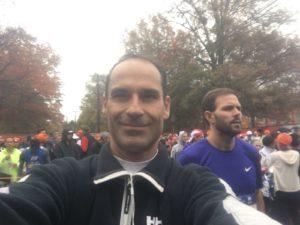 Apuesta por lo nuestro Dr. César Ramírez en la maratón de NY en lucha contra el cáncer de mama